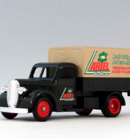 Lledo Classic Cars 914 1939 Ford Canvas-Back Truck Ariel